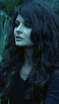 Eine Jungfrau in den Krallen von Zombies Bild 3